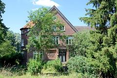 Fotos aus dem Hamburger Stadtteil Altengamme, Vierlande - Bezirk Hamburg Bergedorf. Denkmalgeschütztes Gebäude vom Hof Lindeck am Altengammer Elbdeich - Hofanlage mit Wirtschaftsgebäude, errichtet 1924/25.