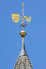 Fotos aus dem Hamburger Stadtteil Altengamme, Vierlande - Bezirk Hamburg Bergedorf. Kirchturmspitze mit Wetterfahne und Kreuz der Altengammer St. Nicolaikirche, neuerrichtet 1752.