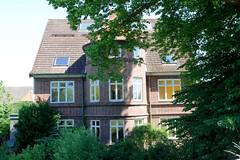 Fotos aus dem Hamburger Stadtteil Altengamme, Vierlande - Bezirk Hamburg Bergedorf. Gebäude vom Hof Lindeck am Altengammer Elbdeich - Hofanlage mit Wirtschaftsgebäude, errichtet 1924/25.