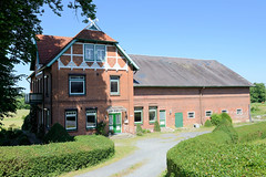 Fotos aus dem Hamburger Stadtteil Altengamme, Vierlande - Bezirk Hamburg Bergedorf; Wohnwirtschaftsgebäude am  Altengammer Elbdeich.