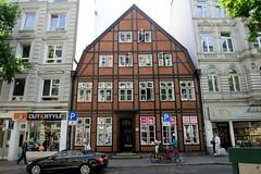 Fotos aus den Hamburger Stadtteilen und Bezirken - Bilder aus Hamburg St. Georg, Bezirk Hamburg Mitte. Historisches Fachwerkhaus, Doppelhaus in der Langen Reihe - erbaut 1799.