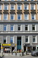 Fotos aus den Hamburger Stadtteilen und Bezirken - Bilder aus Hamburg St. Georg, Bezirk Hamburg Mitte; denkmalgeschütztes Etagenhaus in der Langen Reihe; erbaut 1882 - Architekten Klücher + Cordts.