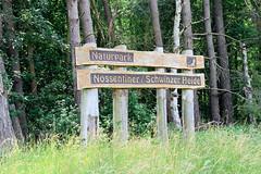 Holzschild Nossentiner / Schwinzer Heide in der Nähe von Kläden -  Gemeinde Dobbertin.