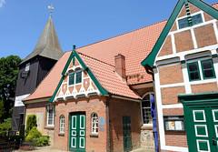 Fotos aus dem Hamburger Stadtteil Altengamme, Vierlande - Bezirk Hamburg Bergedorf. Denkmalgeschützte Altengammer St. Nicolaikirche, neuerrichtet 1752.