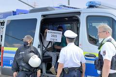 Klimaaktivist*innenvon Extinction Rebellion haben am 17.06.2020 die Hamburger Köhlbrandbrücke besetzt.