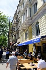 Fotos aus den Hamburger Stadtteilen und Bezirken - Bilder aus Hamburg St. Georg, Bezirk Hamburg Mitte; Außengastronomie in der Schmilinskystraße.
