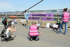 Klimaaktivist*innen von Extinction Rebellion haben am 17.06.2020 die Hamburger Köhlbrandbrücke besetzt.