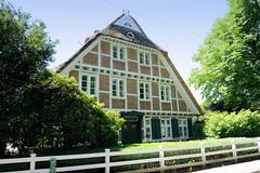 Fotos aus dem Hamburger Stadtteil Altengamme, Vierlande - Bezirk Hamburg Bergedorf. Unter Denkmalschutz stehendes Hufnerhaus am Horster Damm, errichtet um 1800.