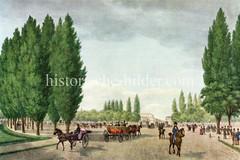 Historische Ansicht vom Damm-Tor, im Hintergrund Gebäude / Stadttheater in der Dammtorstraße. Menschen flanieren auf den Gehwegen - auf der Straße Reiter und Kutschen (ca. 1835).