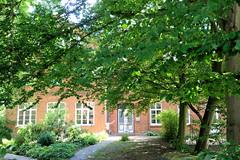 Fotos aus dem Hamburger Stadtteil Altengamme, Vierlande - Bezirk Hamburg Bergedorf; alte Horster Schule, jetzt als Wohngebäude genutzt.