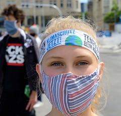 Fridays for Future Demonstration mit der Forderung #KlimazielStattLobbydeal  am 02.06.2020 auf dem Hamburger Jungfernstieg.