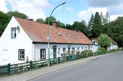 Friedrichsruh ist ein Ortsteil der Gemeinde Aumühle, Kreis Herzogtum Lauenburg in Schleswig-Holstein; denkmalgeschützte Wohnhäuser an der Rosenstraße,