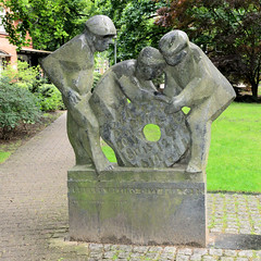 Fotos aus dem Hamburger Stadtteil Horn - Bezirk Hamburg Mitte. Skulptur - Kinder der Welt - auf dem Gelände der Stiftung Rauhes Haus; Bildhauer Prof. Carl Constantin Weber.