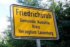 Friedrichsruh ist ein Ortsteil der Gemeinde Aumühle, Kreis Herzogtum Lauenburg in Schleswig-Holstein; Ortsschild / Ortsgrenze.