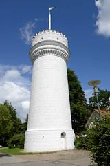 Aumühle ist eine Gemeinde im Kreis Herzogtum Lauenburg in Schleswig-Holstein und gehört zur Metropolregion Hamburg. Auf Initiative von Emil Specht, einem Verehrer Bismarcks und Eigentümer der Villenkolonie Sachsenwald-Hofriede, wurde der Bismarckturm