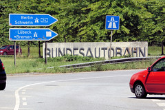 Fotos aus dem Hamburger Stadtteil Horn - Bezirk Hamburg Mitte. Schild Bundesautobahn am Anfang der ehem. A 1 nach Lübeck, heute A 24 nach Berlin.