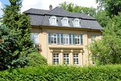 Aumühle ist eine Gemeinde im Kreis Herzogtum Lauenburg in Schleswig-Holstein und gehört zur Metropolregion Hamburg; denkmalgeschützte Villa in der Straße Alte Hege.