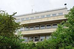 Gebäude der ehem. Seefahrtschule Hamburg - Rainvilleterrasse. alkons der leerstehenden Seefahrtsschule zur Elbseite mit weitem Blick über die Elbe.