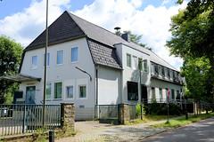 Aumühle ist eine Gemeinde im Kreis Herzogtum Lauenburg in Schleswig-Holstein und gehört zur Metropolregion Hamburg; ehem. Postgebäude - jetzt Leerstand.