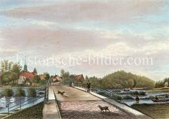 Brücke über die Alster bei Hamburg Eppendorf - im Hintergrund die Eppendorfer Johanniskirche.