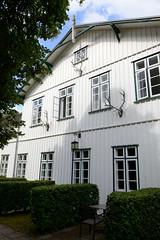 Friedrichsruh ist ein Ortsteil der Gemeinde Aumühle, Kreis Herzogtum Lauenburg in Schleswig-Holstein; ehem. Forsthaus, jetzt Restaurant + Hotel.