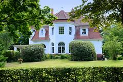 Aumühle ist eine Gemeinde im Kreis Herzogtum Lauenburg in Schleswig-Holstein und gehört zur Metropolregion Hamburg; Villa an der Bismarckallee.