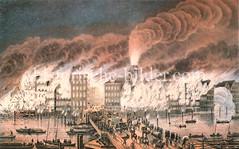 Hamburger Brand 1842 - Blick über die Holzbrücke auf die brennenden Häuser und Nikolaikirche. Der Große Brand verwüstete mehr als ein Viertel des damaligen Stadtgebietes. 51 Menschen kamen ums Leben.