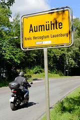 Aumühle ist eine Gemeinde im Kreis Herzogtum Lauenburg in Schleswig-Holstein und gehört zur Metropolregion Hamburg; Ortschild / Ortsgrenze.