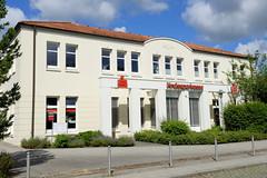 Aumühle ist eine Gemeinde im Kreis Herzogtum Lauenburg in Schleswig-Holstein und gehört zur Metropolregion Hamburg; Gebäude der Kreissparkasse Herzogtum Lauenburg / Aumühle.