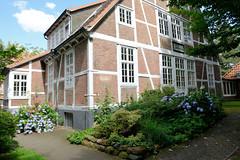 Fotos aus dem Hamburger Stadtteil Horn - Bezirk Hamburg Mitte. Fachwerkgebäude auf dem Gelände der Stiftung Rauhes Haus.