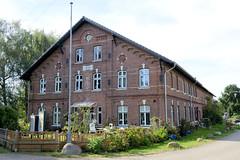Neuengamme  ist ein Hamburger Stadtteil im Elbmarsch-Gebiet der Vierlande im Bezirk Bergedorf. Wohnwirtschaftsgebäude am Neuengammer Hausdeich; das 1890 errichtete Gebäude steht unter Denkmalschutz.