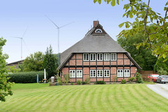Curslack ist ein Stadtteil  im Bezirk Hamburg Bergedorf. Curslack ist einer der vier Stadtteile, die zusammen die Hamburger Vierlande bilden. Historisches Bauernhaus, Fachwerkhaus mit Reetdach am Curslacker Deich - das denkmalgeschützte Gebäude wurde