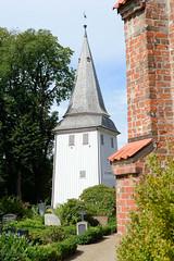 Neuengamme  ist ein Hamburger Stadtteil im Elbmarsch-Gebiet der Vierlande im Bezirk Bergedorf. Glockenturm der Neuengammer St. Johannis Kirche.