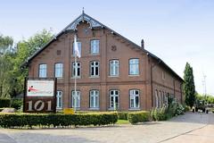 Neuengamme  ist ein Hamburger Stadtteil im Elbmarsch-Gebiet der Vierlande im Bezirk Bergedorf. Denkmalgeschütztes Wohnwirtschaftsgebäude am Neuengammer Hausdeich, errichtet 1890,