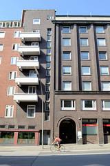 Bilder aus dem Hamburger Stadtteil St. Georg, Bezirk Mitte. Balkons und Treppenhaus, denkmalgeschützter Siedlungsbau im Nagelsweg, Architekt Wilhelm Schröder.
