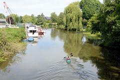 Neuengamme  ist ein Hamburger Stadtteil im Elbmarsch-Gebiet der Vierlande im Bezirk Bergedorf. . Blick über die Dove-Elbe zur Bootswerf Neuengamme.