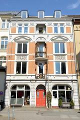 Bilder aus dem Hamburger Stadtteil St. Georg, Bezirk Mitte; denkmalgeschütztes Etagenhaus mit ausgebautem Dach in der Rautenbergstraße - errichtet 1889, Architekt Wilhelm Schmidt.