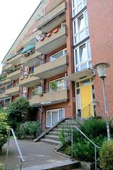 Fotos aus dem Hamburger Stadtteil Neustadt, Bezirk Hamburg Mitte. Siedlungsbau in der Böhmkenstraße, Architektur der 1960er Jahre; Hauseingang - Architekt Hermann Schöne. Die Gebäude der Nachkriegszeit stehen unter Denkmalschutz.