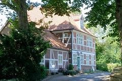 Fotos aus dem Hamburger Stadtteil Ochensenwerder, Bezirk Bergedorf. Pfarrhaus / Pastorat in Hamburg Ochsenwerder, erbaut 1634; 1742 grundlegend erneuert.