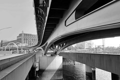 Fotos aus dem Hamburger Stadtteil Neustadt, Bezirk Hamburg Mitte; Hochbahnbrücke über den Binnenhafen / Alsterfleet.