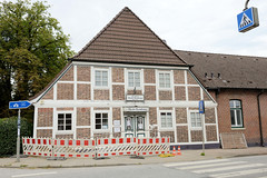 Curslack ist ein Stadtteil  im Bezirk Hamburg Bergedorf. Curslack ist einer der vier Stadtteile, die zusammen die Hamburger Vierlande bilden. Historisches Gasthaus am Curslacker Heerweg - das denkmalgeschützte Gebäude wurde 1863 errichtet.