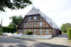 Neuengamme  ist ein Hamburger Stadtteil im Elbmarsch-Gebiet der Vierlande im Bezirk Bergedorf. Altes Hufnerhaus am Neuengammer Hausdeich; das unter Denkmalschutz stehende Gebäude wurde 1854 errichtet.