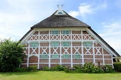 Neuengamme  ist ein Hamburger Stadtteil im Elbmarsch-Gebiet der Vierlande im Bezirk Bergedorf. Altes Fachwerkgebäude am Neuengammer Hausdeich, errichtet 1626.