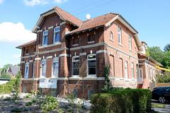 Fotos aus dem Hamburger Stadtteil Ochensenwerder, Bezirk Bergedorf. Das ehemaliges Schulgebäude in der Graumannstwiete wurde 1908 errichtetet, Architekt August Schwers. Das Gebäude steht unter Denkmalschutz und wird jetzt als Kindergarten genutzt.