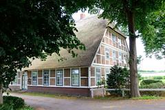 Curslack ist ein Stadtteil  im Bezirk Hamburg Bergedorf. Curslack ist einer der vier Stadtteile, die zusammen die Hamburger Vierlande bilden. Hofanlage mit Wohnwirtschaftsgebäude im Curlacker Deich - die denkmalgeschützte Anlage wurde um 1800 erricht