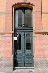 Fotos aus dem Hamburger Stadtteil Neustadt, Bezirk Hamburg Mitte. Etagenhaus in der Zeughausstraße - Abraham Philipp Schuldt Stift; errichtet 1901 - Architekt Hinrich Fitschen.