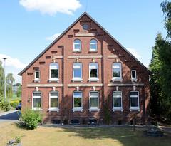Fotos aus dem Hamburger Stadtteil Ochensenwerder, Bezirk Bergedorf. Wohnwirtschaftsgebäude am Ochsenwerder Elbdeich.