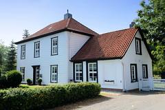 Fotos aus dem Hamburger Stadtteil Allermöhe, Bezirk Hamburg Bergedorf; Wohnhaus am Allermöher Deich - denkmalschützter Krapphof, errichtet um 1780.