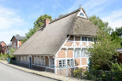 Neuengamme  ist ein Hamburger Stadtteil im Elbmarsch-Gebiet der Vierlande im Bezirk Bergedorf. Historische Kate am Neuengammer Hausdeich - errichet um 1650;  das mit Reet gedeckte Fachwerkhaus steht unter Denkmalschutz.