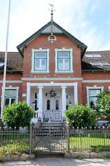 Neuengamme  ist ein Hamburger Stadtteil im Elbmarsch-Gebiet der Vierlande im Bezirk Bergedorf. Wohngebäude am Neuengammer Hausdeich - erbaut 1907. Denkmalgeschützte Wohnhaus - Architekt A. Ohlrogge.